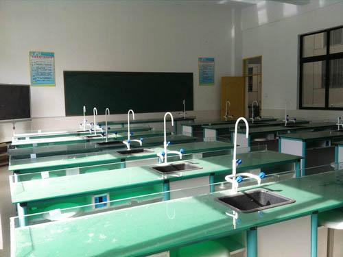 标准化的化学实验室(图1)